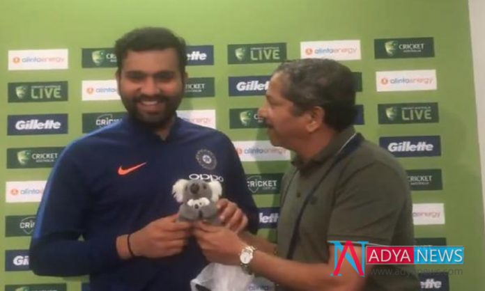 India vs Australia: Indian journalist gives small toy to 'daddy' Rohit Sharma
