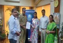 YS Sharmila Meets City Police Commissioner Anjani Kumar