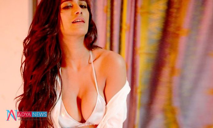 ICC World Cup 2019, IND vs PAK : Poonam Pandey Trolled For Response to Pakistani Promo ad Featuring Abhinandan