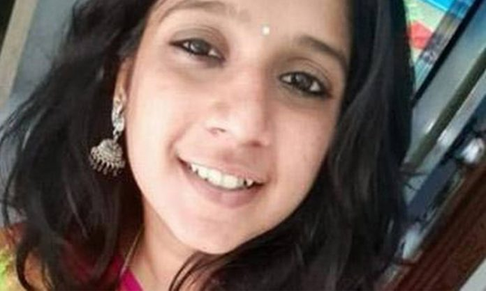 Tamilnadu :Woman Dies In Accident Caused By Illegal Banner