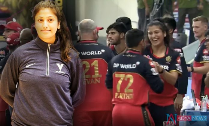 The Lady Who Is Seen With Virat Kohli In RCB