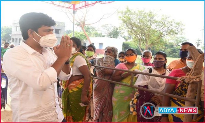 YCP MP candidate Gurumurthy exercises his right to vote at a polling station in Mannasamudram