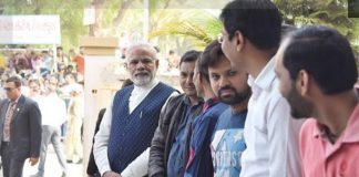 """PM Modi Creating A new Trend with Join Queue To Use His """"Right To Vote"""""""